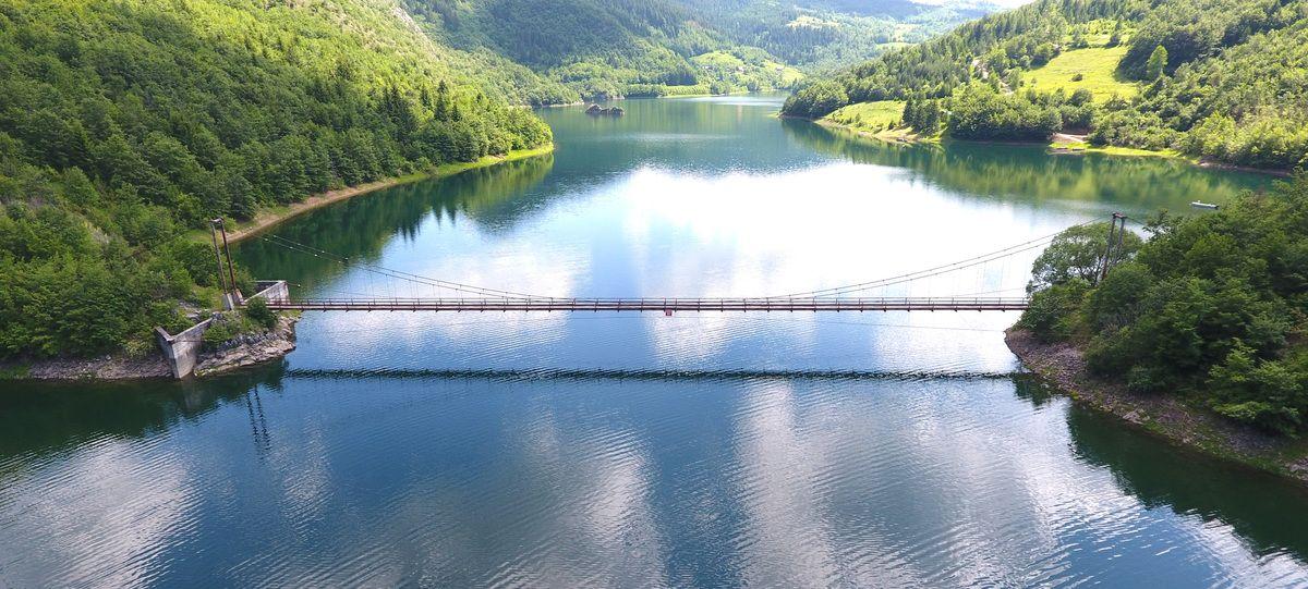 Атракција - Пуљачки мост, дуг 114 метара