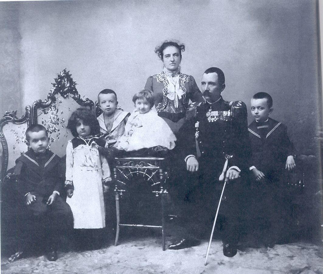 Породица Петра Бојовића 1902. године ( Фото: из Каталога Народног Музеја у Чачку)