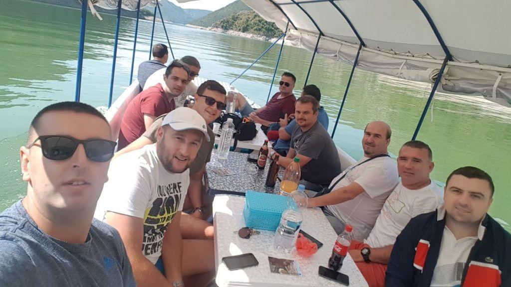 Током викенда на Увачком језеру ужива више од 1000 туриста дневно