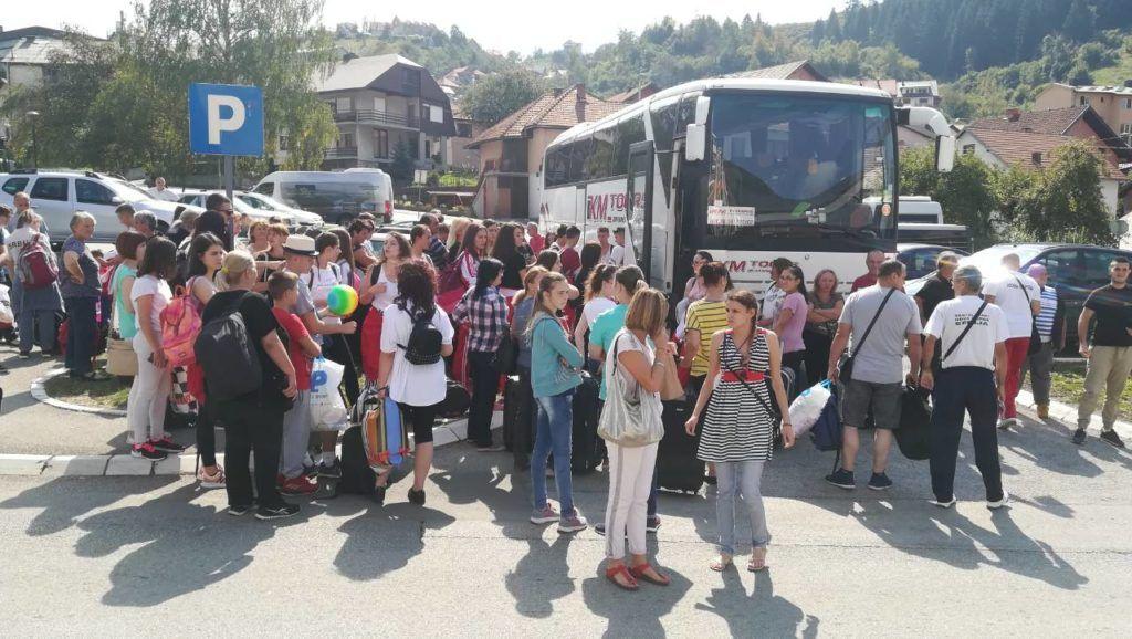 Нововарошки фолклораши пред полазак у Турску