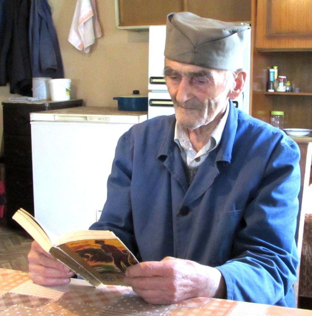 Реља је прочитао преко 1.000 књига и то без наочара!, фото: Агроклуб