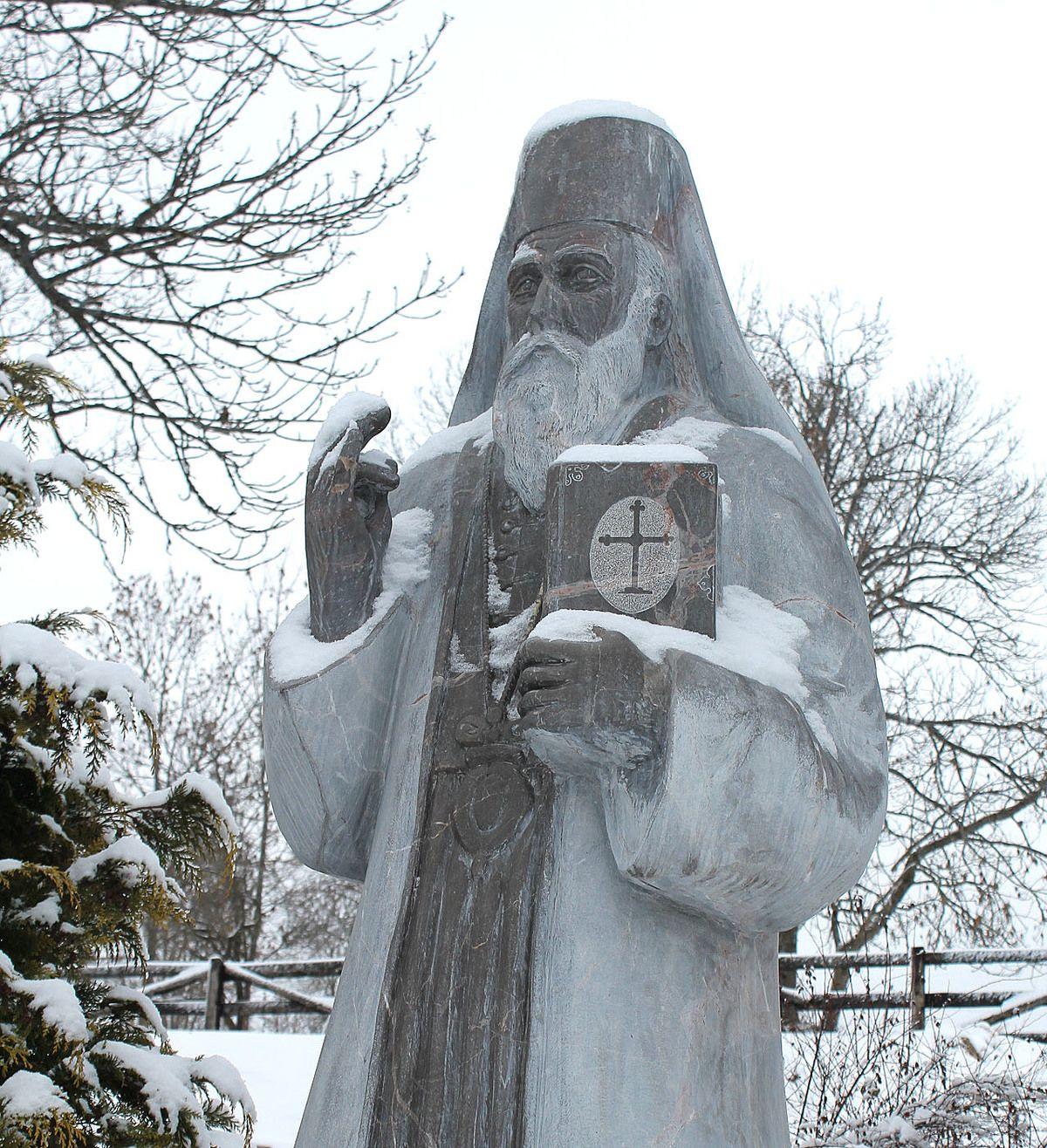 Чувар вере и огњишта, скулптура патријарха Гаврила