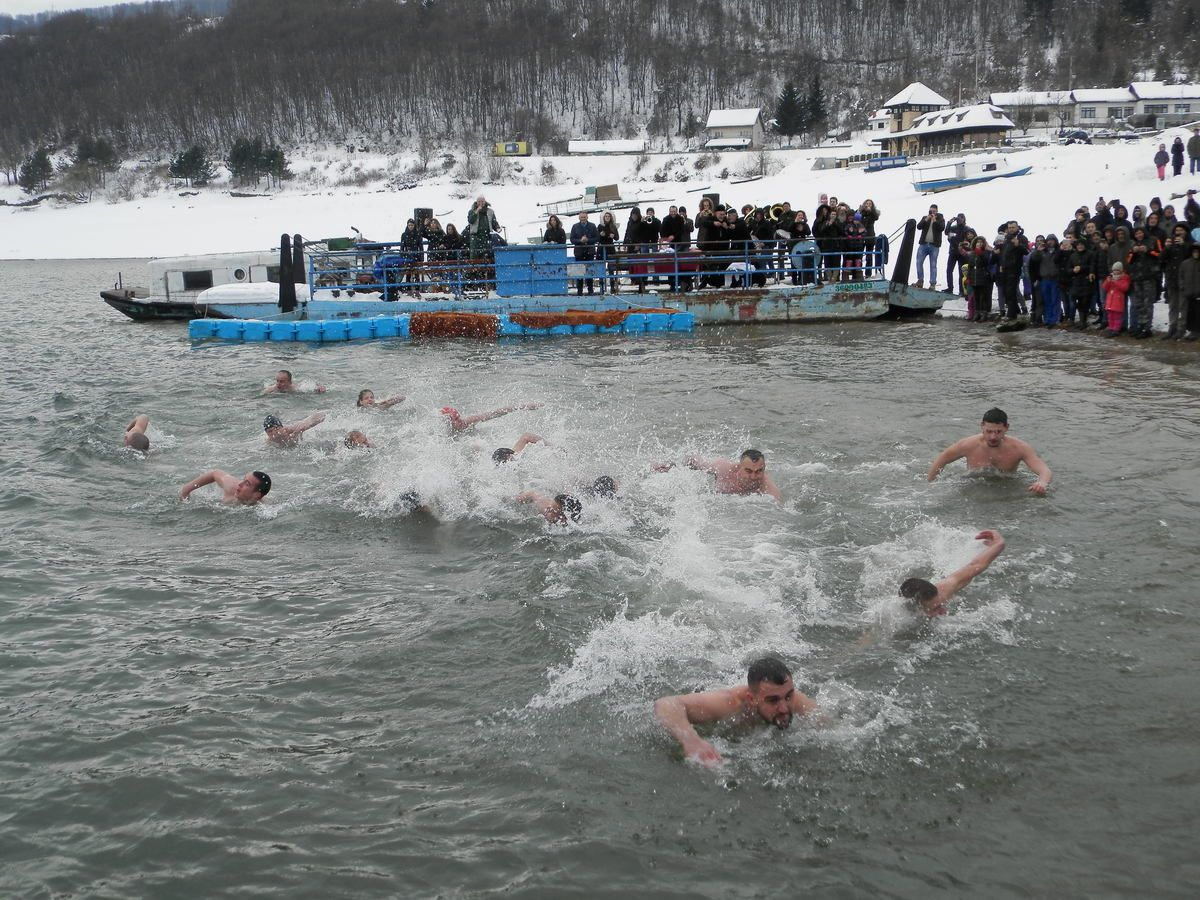Nisu izneverili tradiciju - plivači u Kokinom brodu