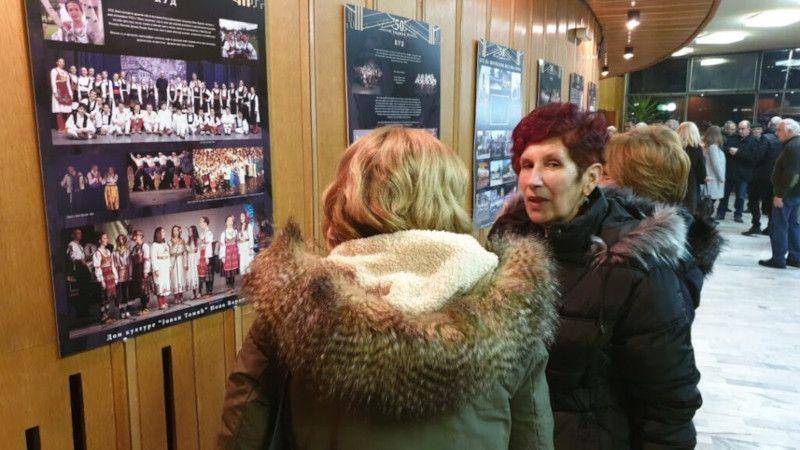 Академији је претходило отварање изложбе фотографија академског сликара Станка Никачевића