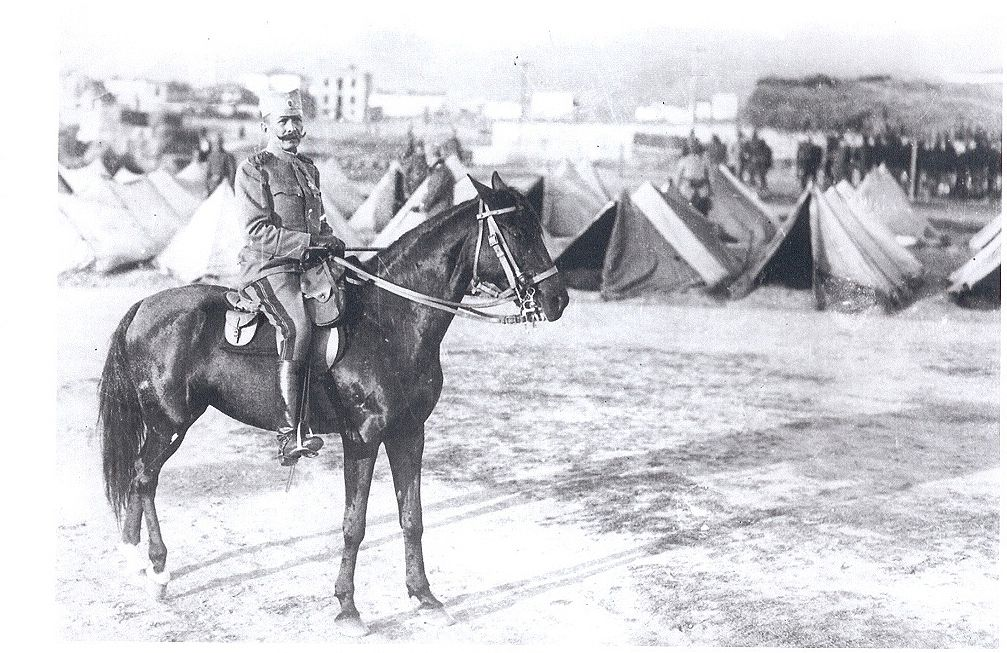 Генерал Петар Бојовић обилази логор српске војске, 1917.
