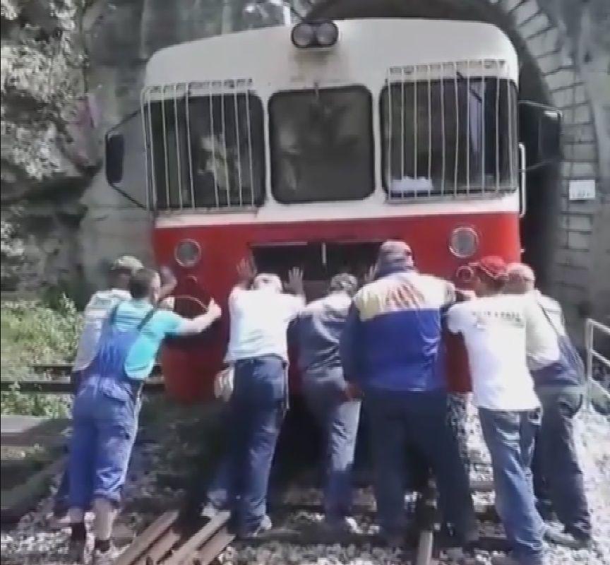 Воз на гурање, између Бродарева и Куманице / Фото: РИНА