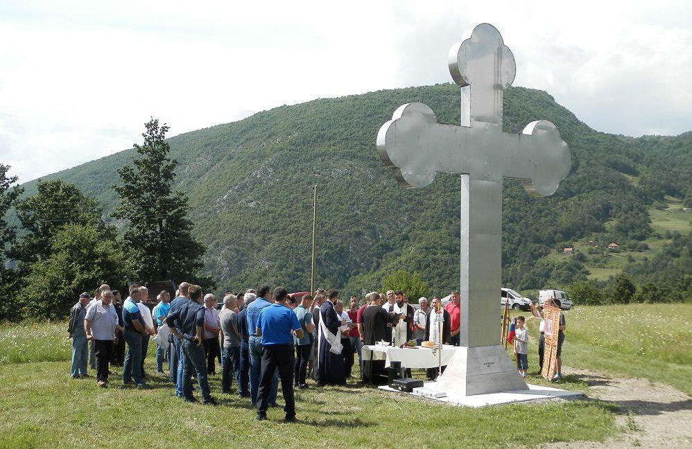 Крст висок 6,3 метра подигнут прилозима мештана Соколове и Мокреча