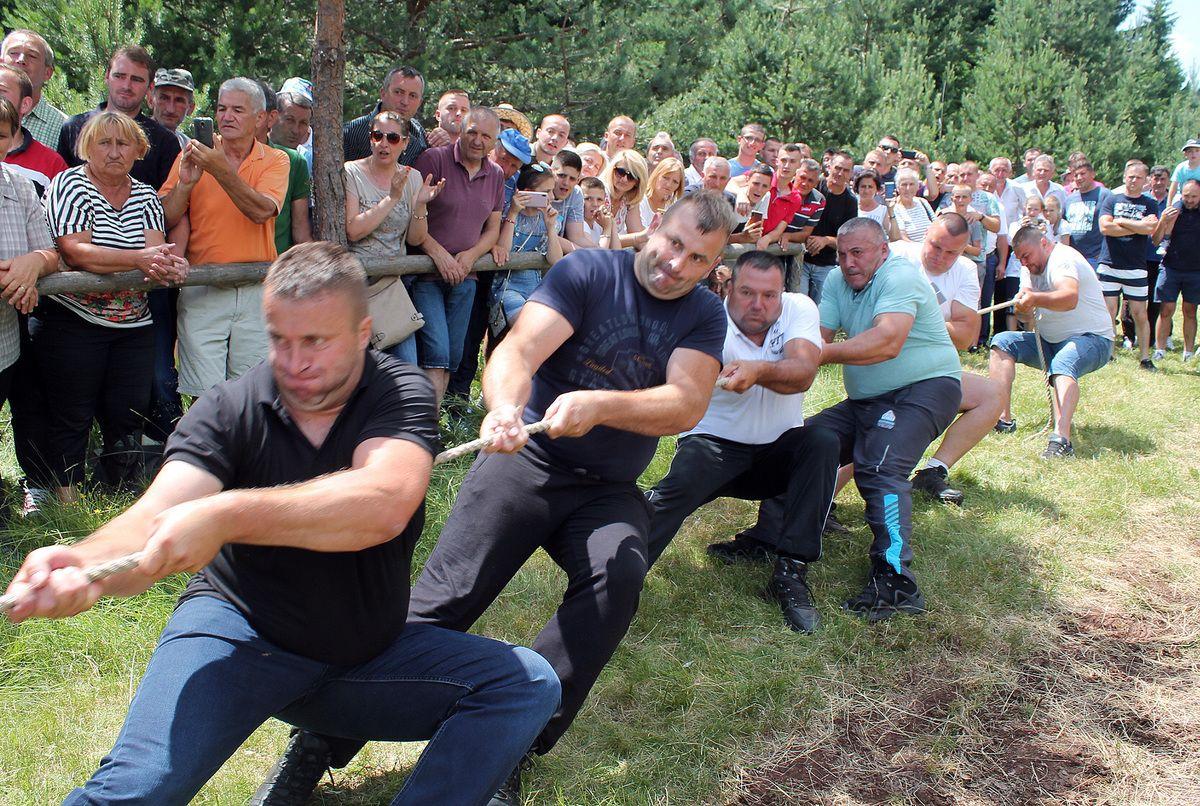 Дивовска борба - за трзај мишића јача екипа Горачића