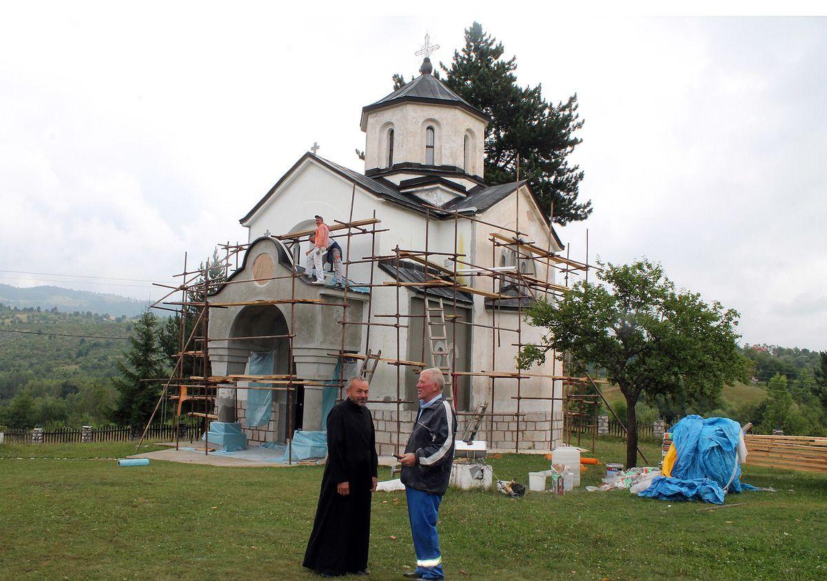 Нова фасада, умивају цркву уз помоћ дародаваца