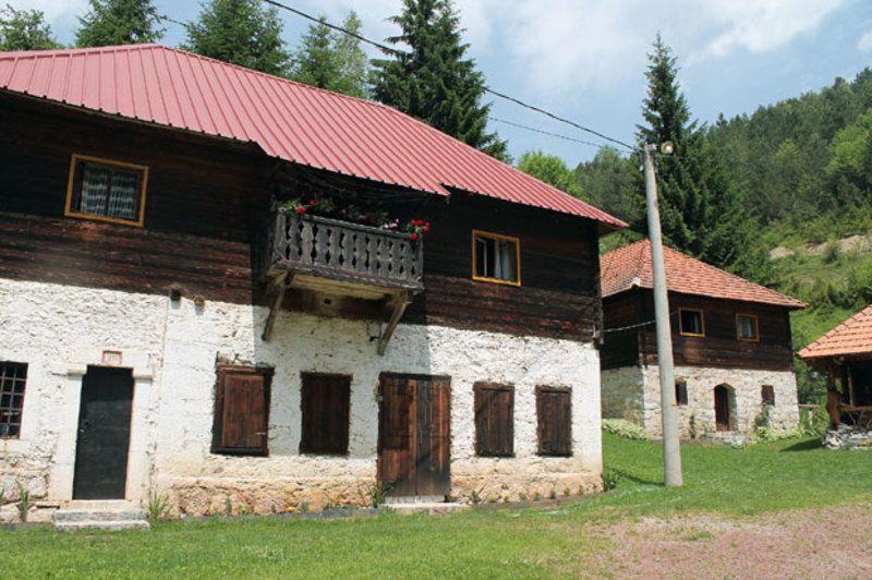 Кућа од камена - Штитково
