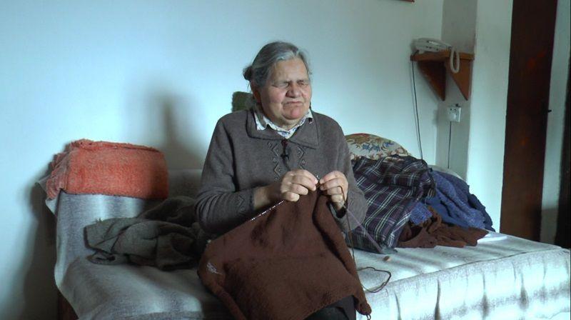 Мирослава савршено плете џемпере, фото: РИНА