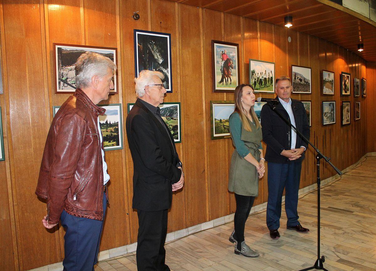 Изложба пред посетиоцима две недеље, са отварања