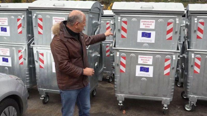 Постављају контејнере на местима где су некада биле дивље депоније