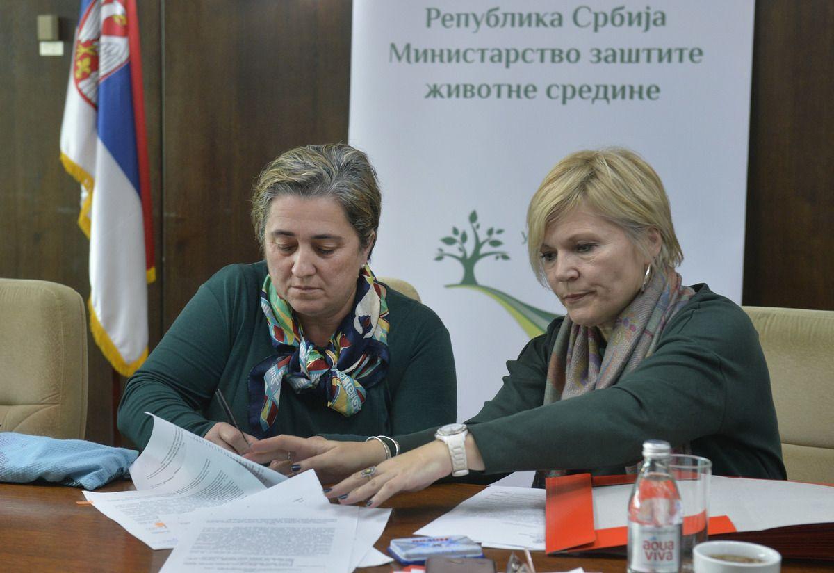Директорка  Миљка Дучић потписала уговор o додели субвенција