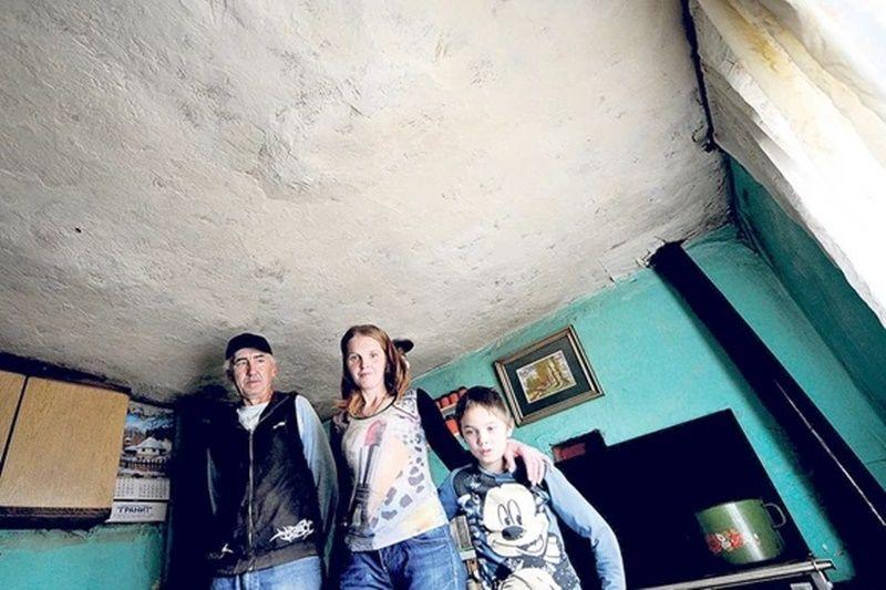 Александар са оцем Богосавом и мајком Снежаном,  фото: Милош Цветковић/ Рас Србија