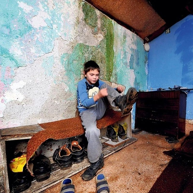 Са другом децом се дружи само у школи јер у засеоку у ком живи нема његових вршњака, фото: Милош Цветковић/ Рас Србија