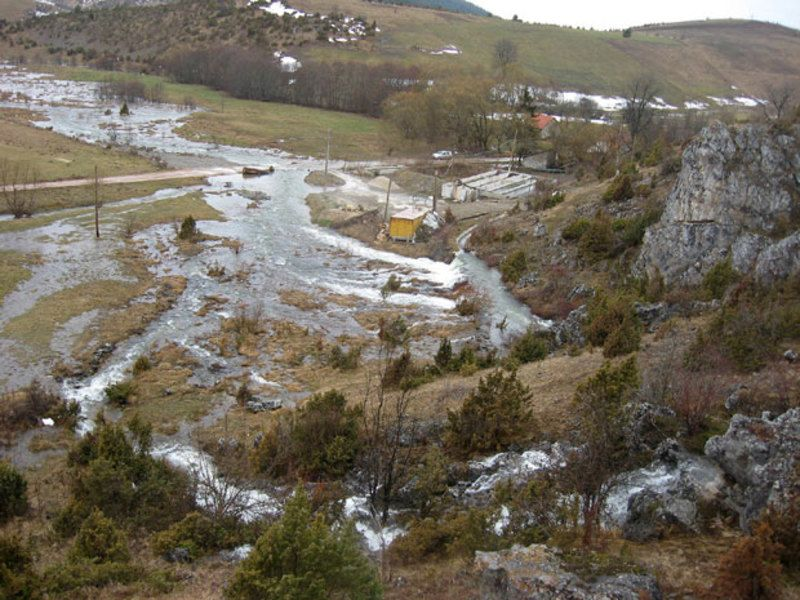 Извор реке Вршевине, кад копне снегови Јавора