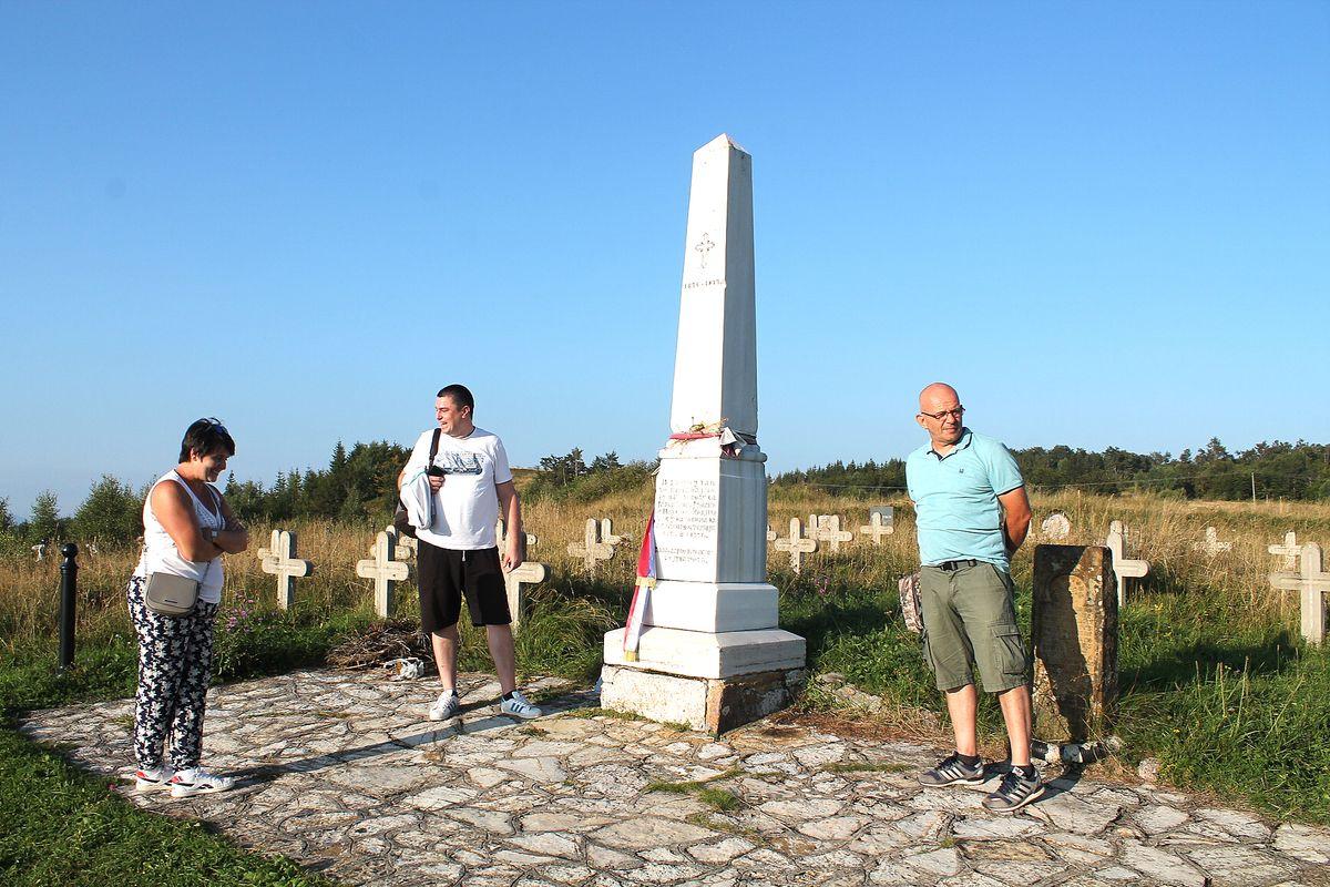 Прође лето, траве некошене - споменик мајору Илићу