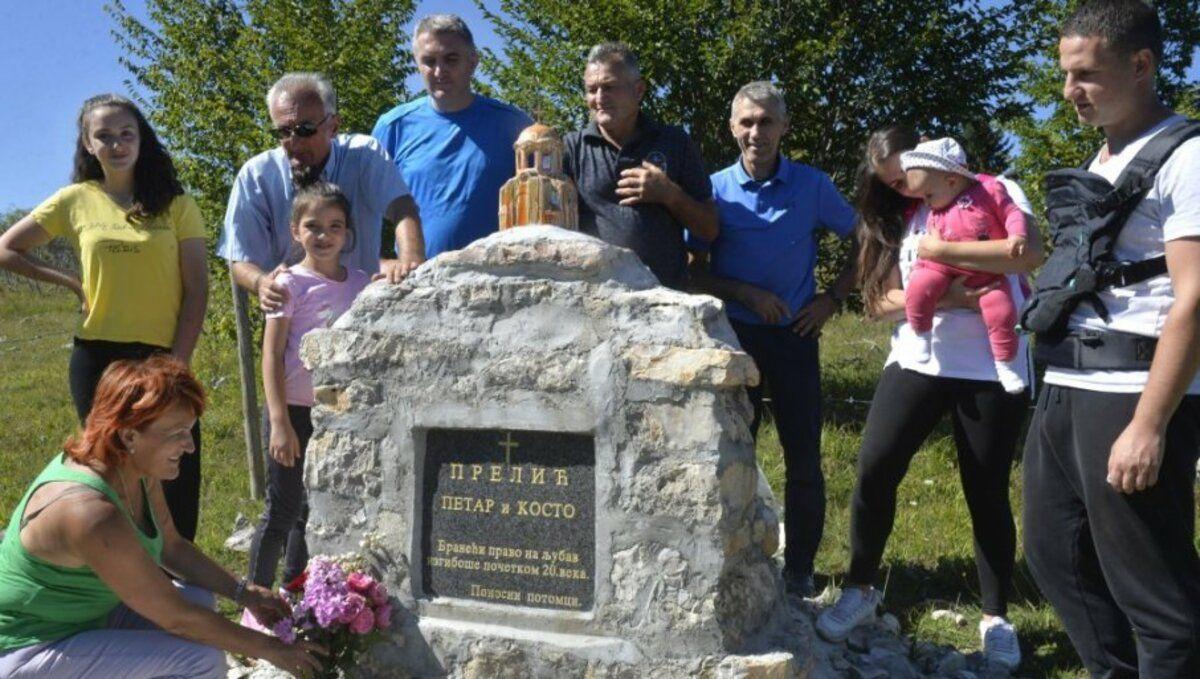 Споменик забрањеној љубави у селу Мишевићи  / Фото Р. Прелић