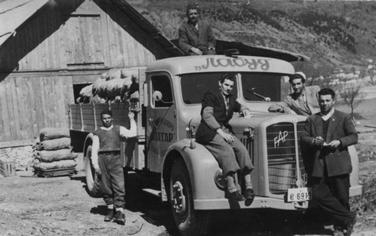 Један од првих камиона ФАП-А у Пољопривредном добру Златар