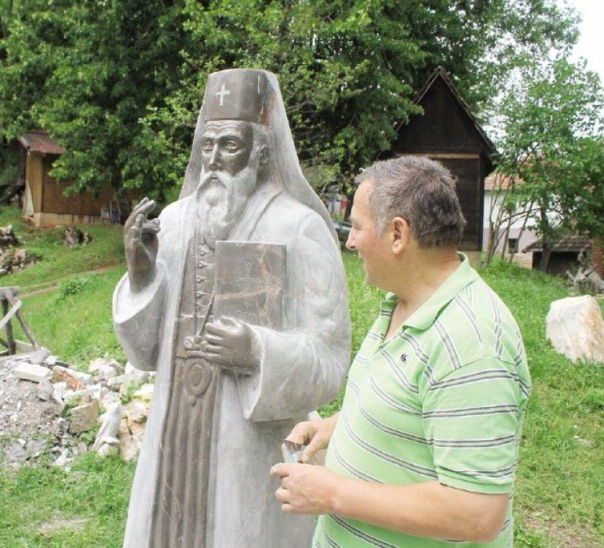Умеће - Митровићев споменик патријарху Рашковићу