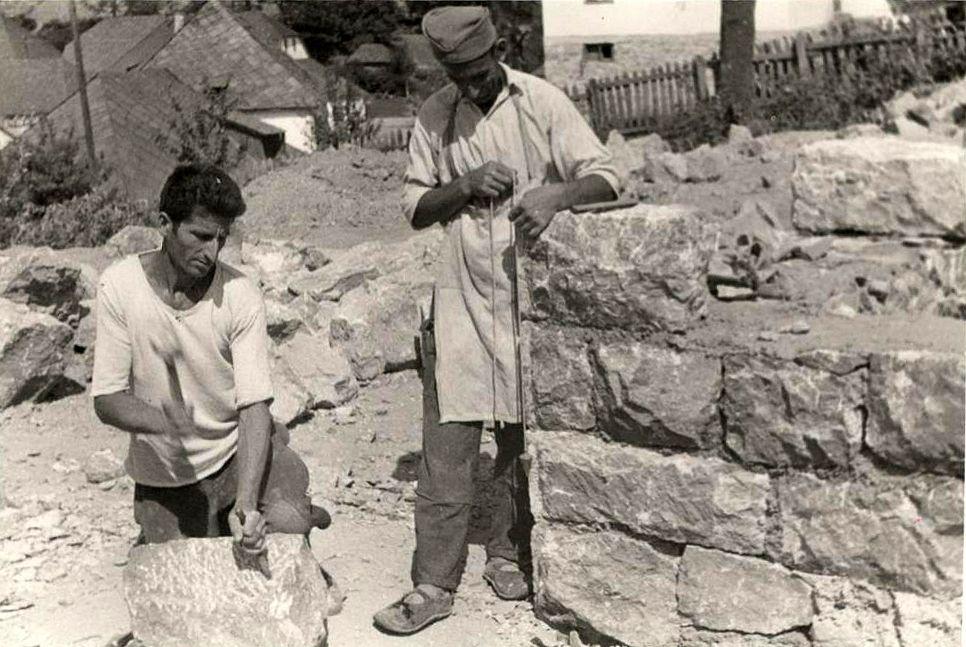 Каменоресци - вични мајстори старовлашких кућа