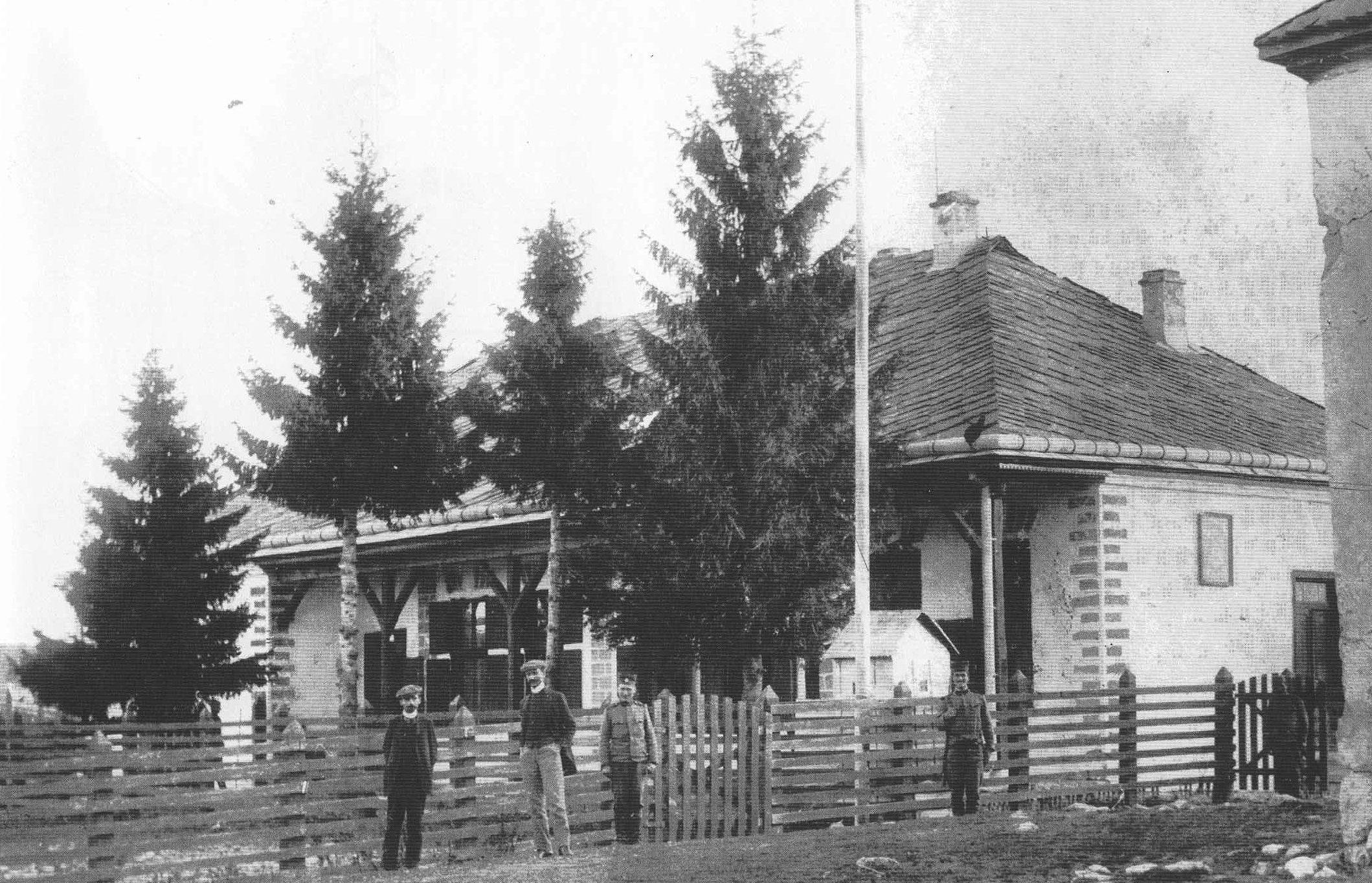 Српска царинарница и караула на Јавору 1912. (Фото: Збирка Библиотеке)