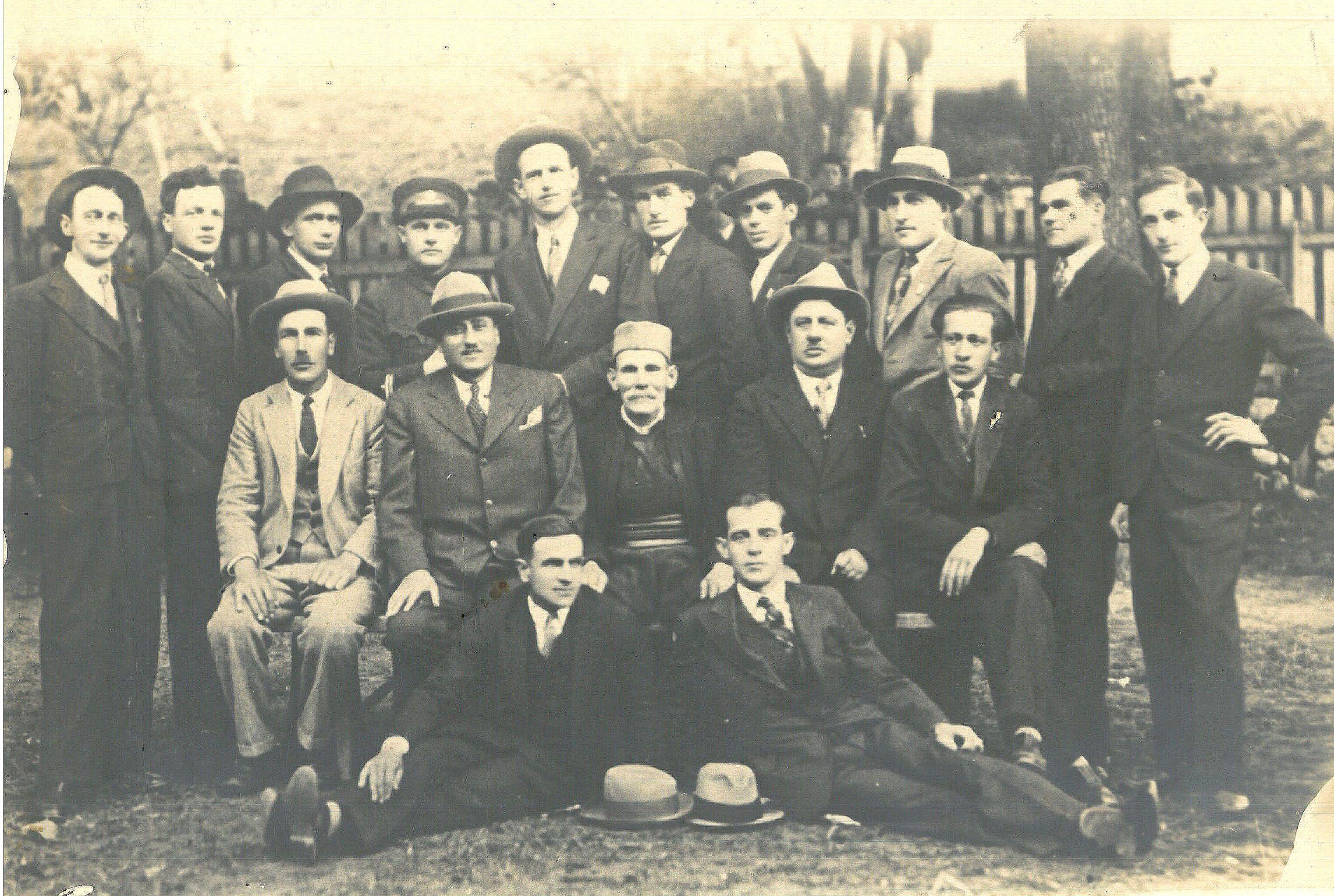 Варошки трговци, занатлије и преставници власти 1930. године