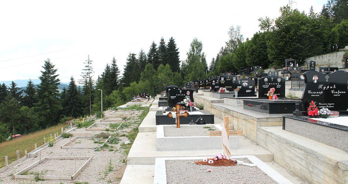Комуналци брину о новим гробним местима