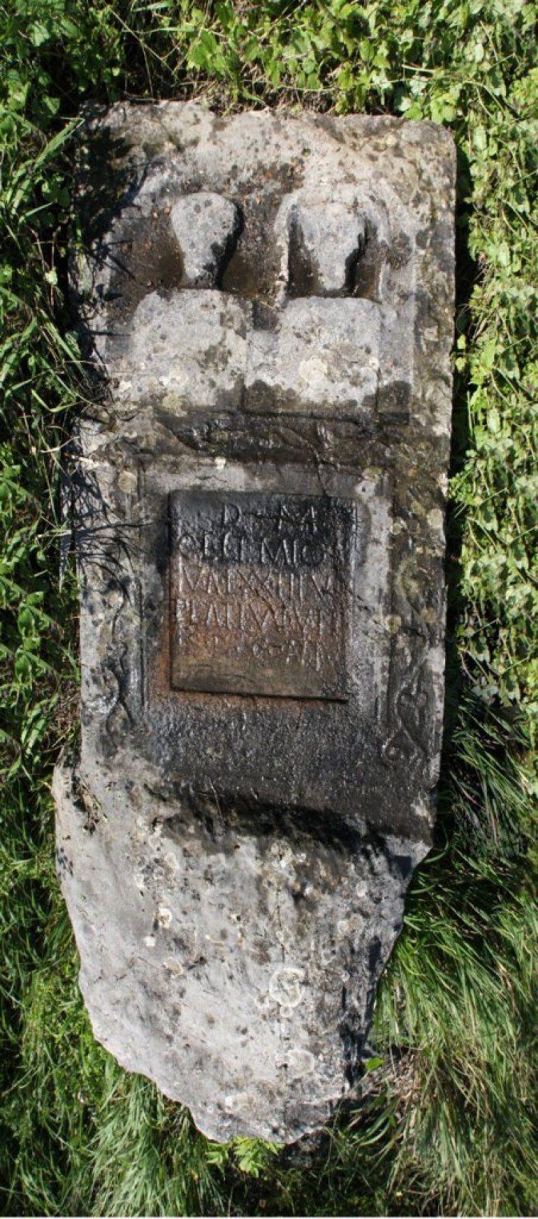 Стела - Римски надгробни споменик у Радоињи, Фото Архива Музеја у Ужицу