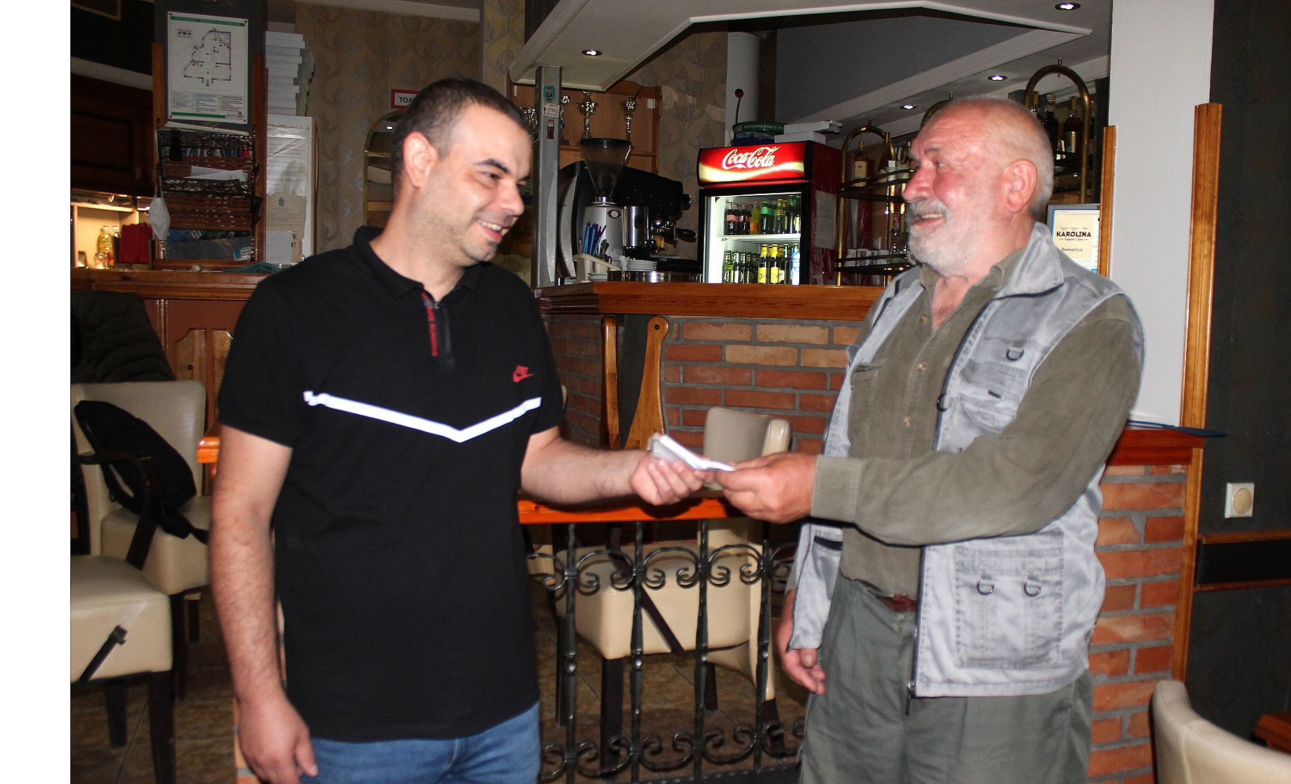 Конобар и гост – Енес Кратовац и Тома Обућина