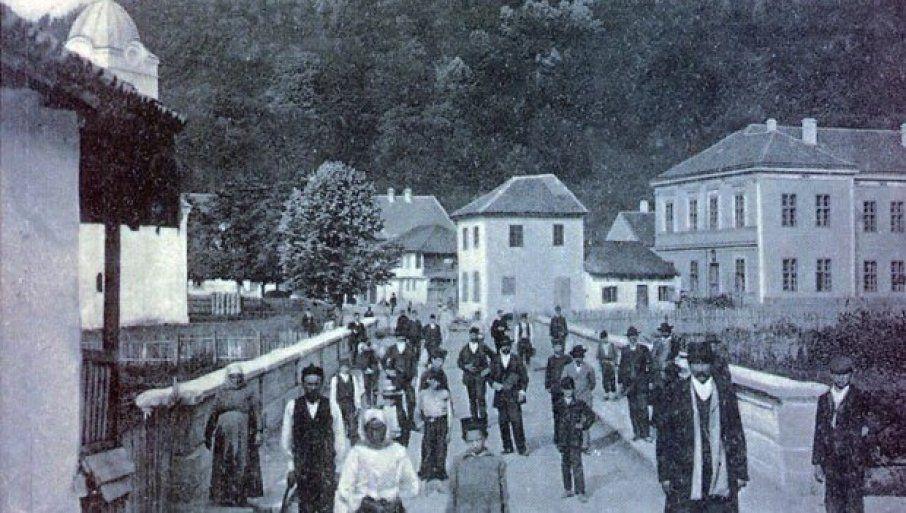 """ЗАСЛУГЕ Дубоки корени - варош на Моравици, Фото Књига """"Знаменити Моравичани"""""""