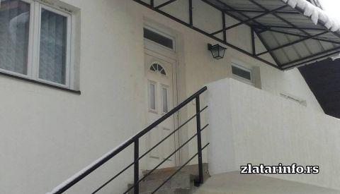 "Ulaz u apartmane - Apartmani ""Obrenić"" Nova Varoš"