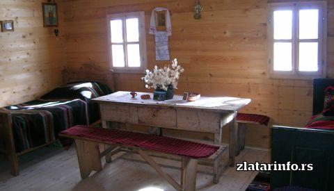 """Detalj iz sobe - Etno dvorište """"Milikina ravan"""" Uvačko jezero"""