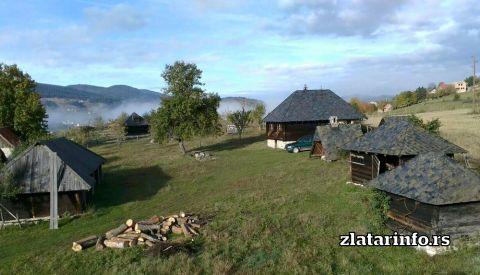 "Dvorište - Etno dvorište ""Milikina ravan"" Uvačko jezero"