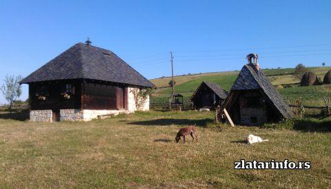 """Dvorište leti - Etno dvorište """"Milikina ravan"""" Uvačko jezero"""