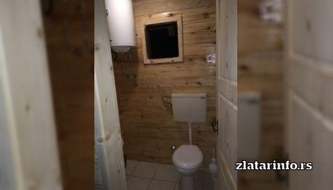 """Kupatilo - Etno dvorište """"Milikina ravan"""" Uvačko jezero"""