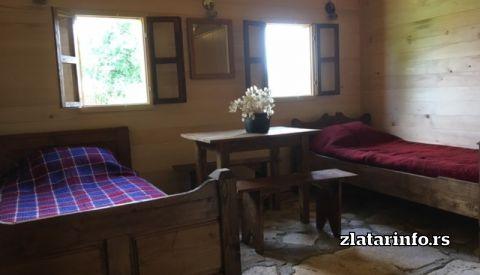 """Kreveti u prizemlju - Etno dvorište """"Milikina ravan"""" Uvačko jezero"""