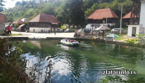 Jezero kod crkve u Štitkovu