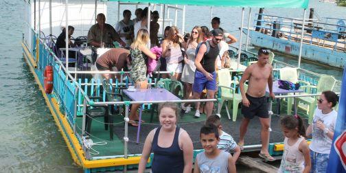 Брод ресторан (катамаран) на Златарском језеру