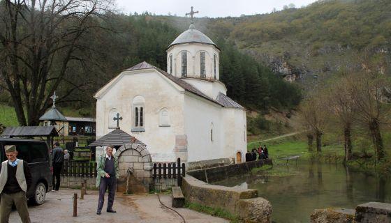Crkva sagradjena 1867. godine na temeljima manastira Raskovica