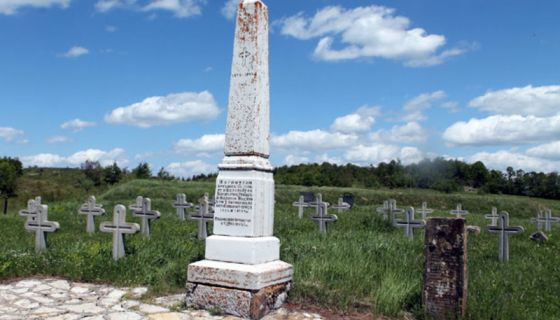Потомство 1907. године на Јавору подигло споменик јунацима отаџбине