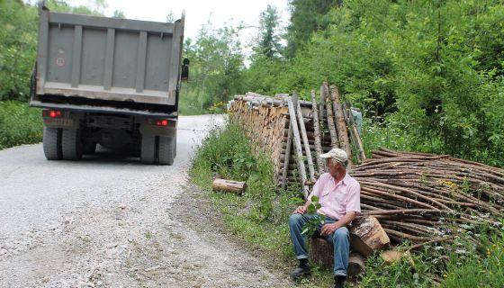 Асфалтирање пута до Врлана у Босању