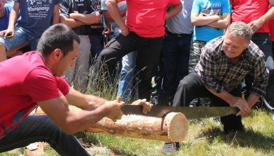Надметања у чобанским вештинама и умећу дрвосеча