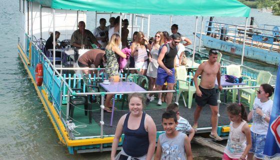 Брод ресторан Златарско језеро