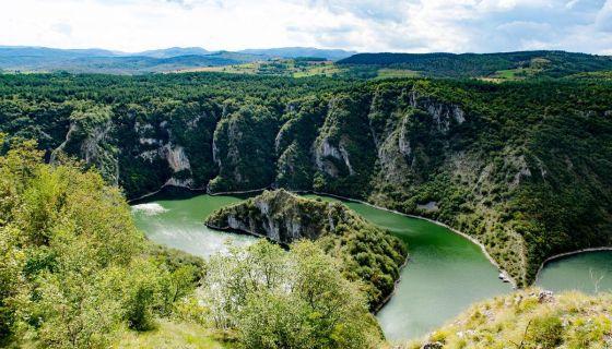 Крстарење Увачким језером, обилазак кањона Увца, меандара, видиковца Молитва и Ледене пећине