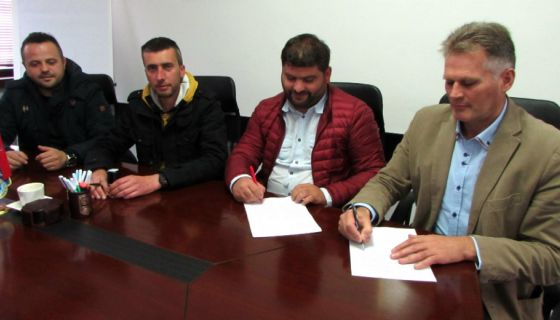 Potpisivanje ugovora za Inovu
