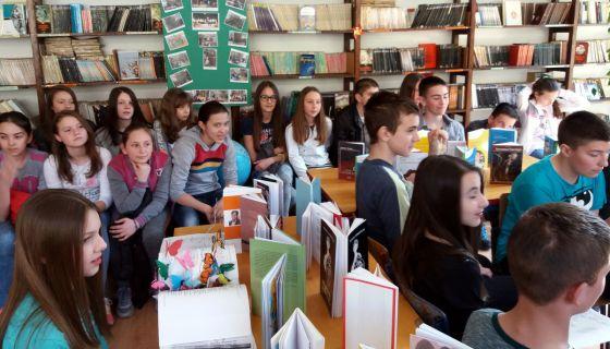 """У библиотеци ОШ """"Живко Љујић"""" обележен Светски дан поезије, 21. март."""