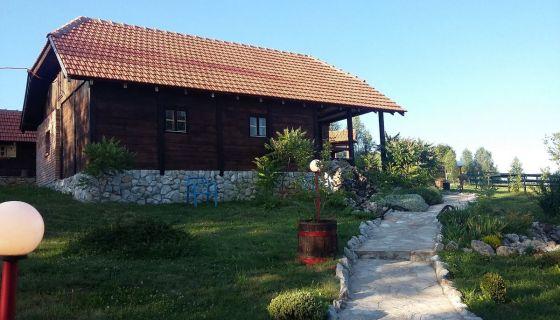 """Etno kuća """"Ilić"""" Uvačko jezero"""