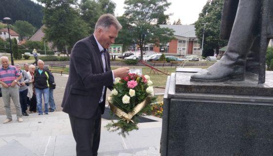 Председник општине Радосав Васиљевић полагаже цвећа на споменик војводи Петру Бојовићу